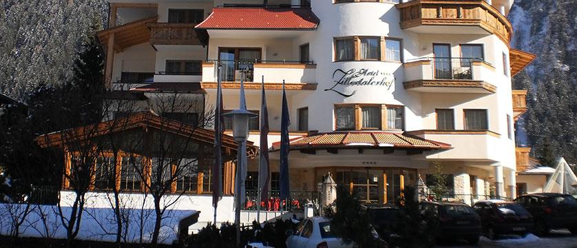 austria_mayrhofen_hotel-zillertalerhof_exterior.jpg